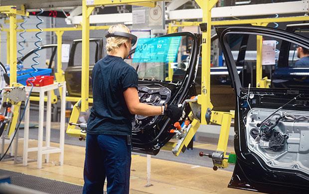 Компания Volvo вместе с Microsoft недавно анонсировала демонстрацию всех новшеств.