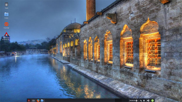 Archman -- Xfce 2019-09, code-named Lake With Fish