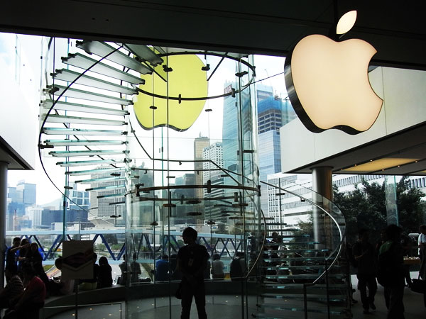 & Chinese Officials Kick In Apple MS Cloud Doors