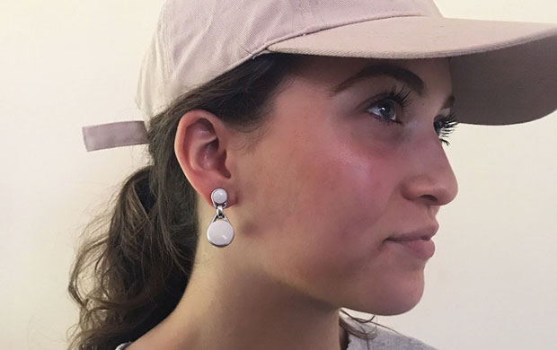 swings bluetooth earrings are a clever way to keep track of earphones